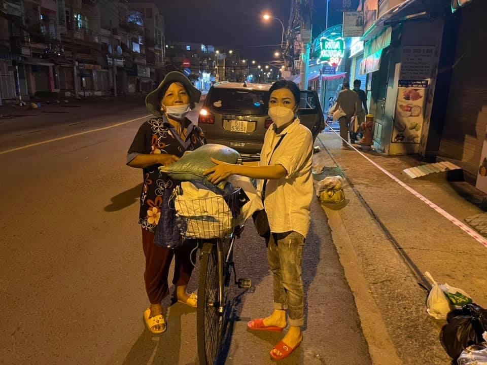 Ca sĩ Phương Thanh: 'Người vận chuyển' giữa lòng Sài Gòn - Ảnh 15.