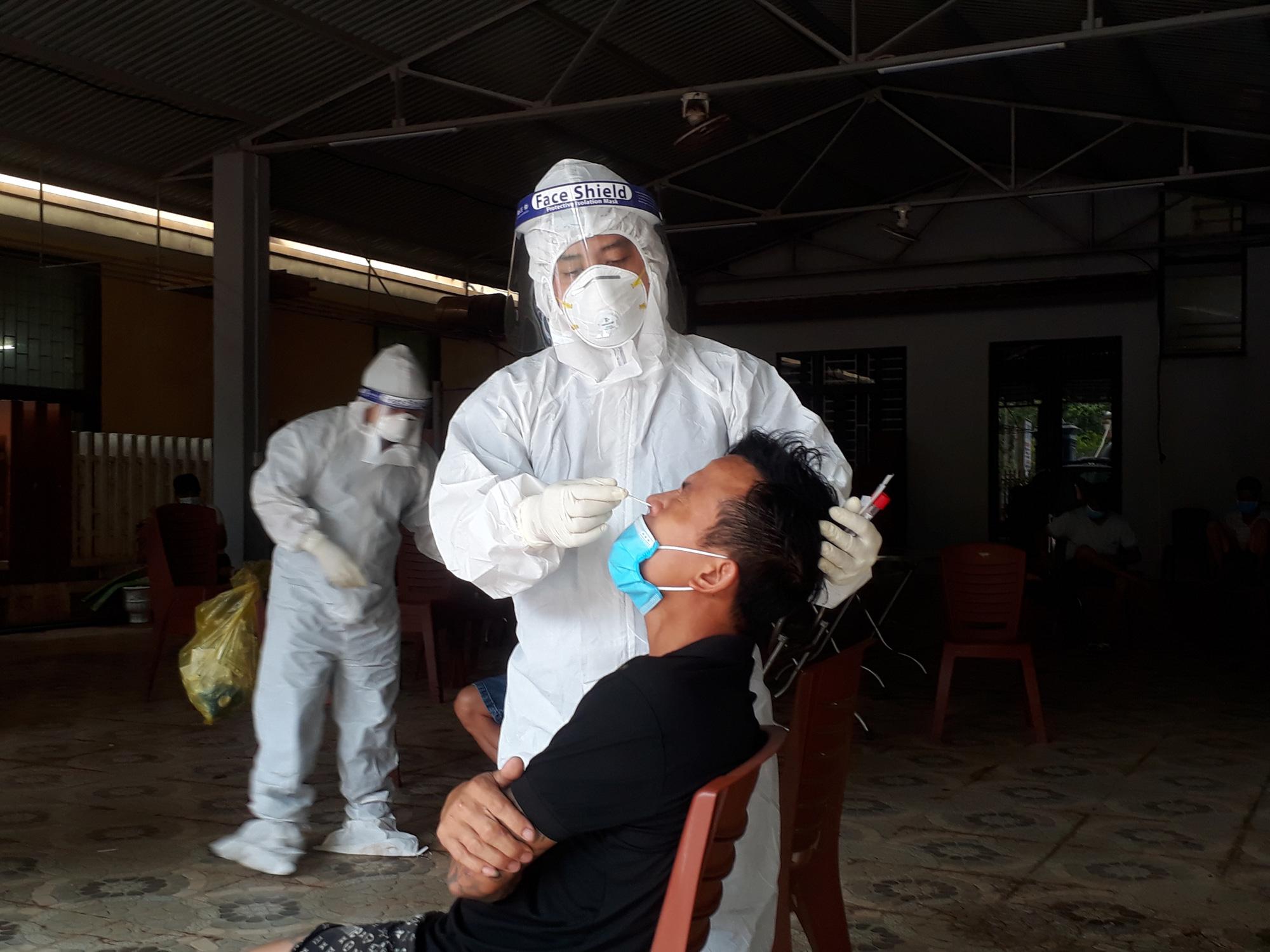 Quảng Bình: Phát hiện 1 trường hợp dương tính với SARS-CoV-2 tại cửa khẩu quốc tế Cha Lo - Ảnh 1.