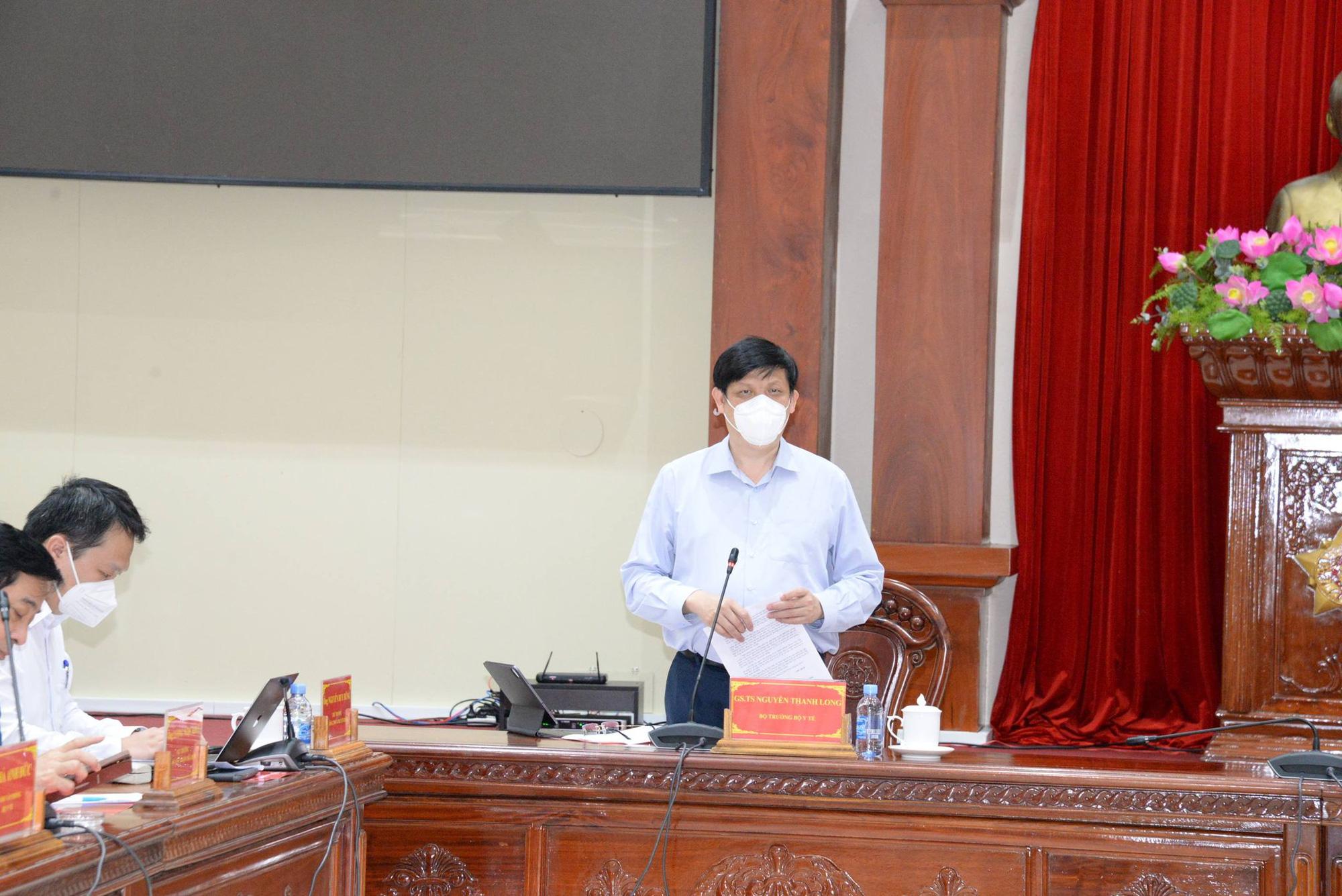 Bộ trưởng Bộ Y tế tiếp tục cử chuyên gia đầu ngành hỗ trợ Tiền Giang chống dịch COVID-19 - Ảnh 1.
