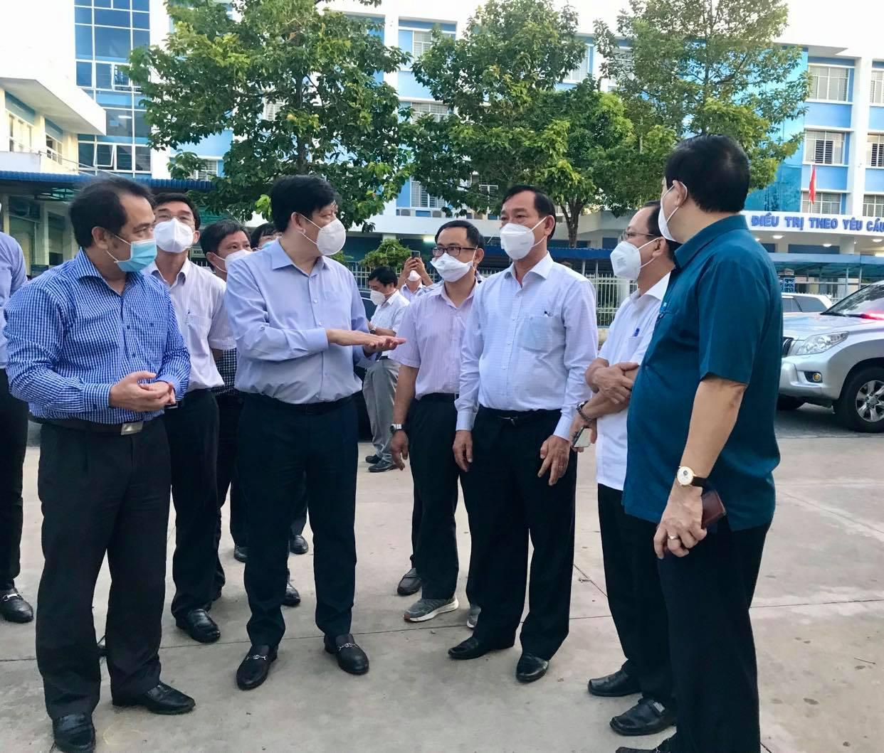 Bộ trưởng Bộ Y tế tiếp tục cử chuyên gia đầu ngành hỗ trợ Tiền Giang chống dịch COVID-19 - Ảnh 2.