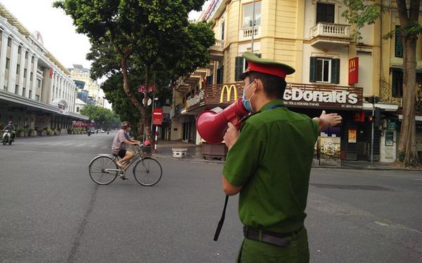 Số người bị xử phạt vi phạm về phòng, chống dịch COVID-19 ở Hà Nội giảm mạnh - Ảnh 1.