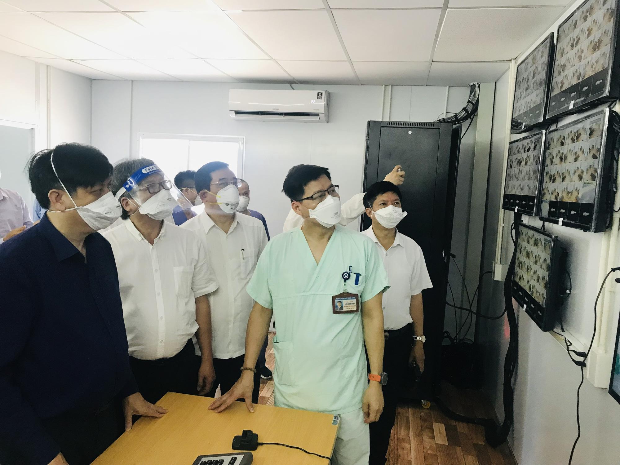 """Bộ trưởng Bộ Y tế: Cung cấp đủ """"vũ khí"""" để thầy thuốc điều trị bệnh nhân COVID-19 nặng - Ảnh 2."""