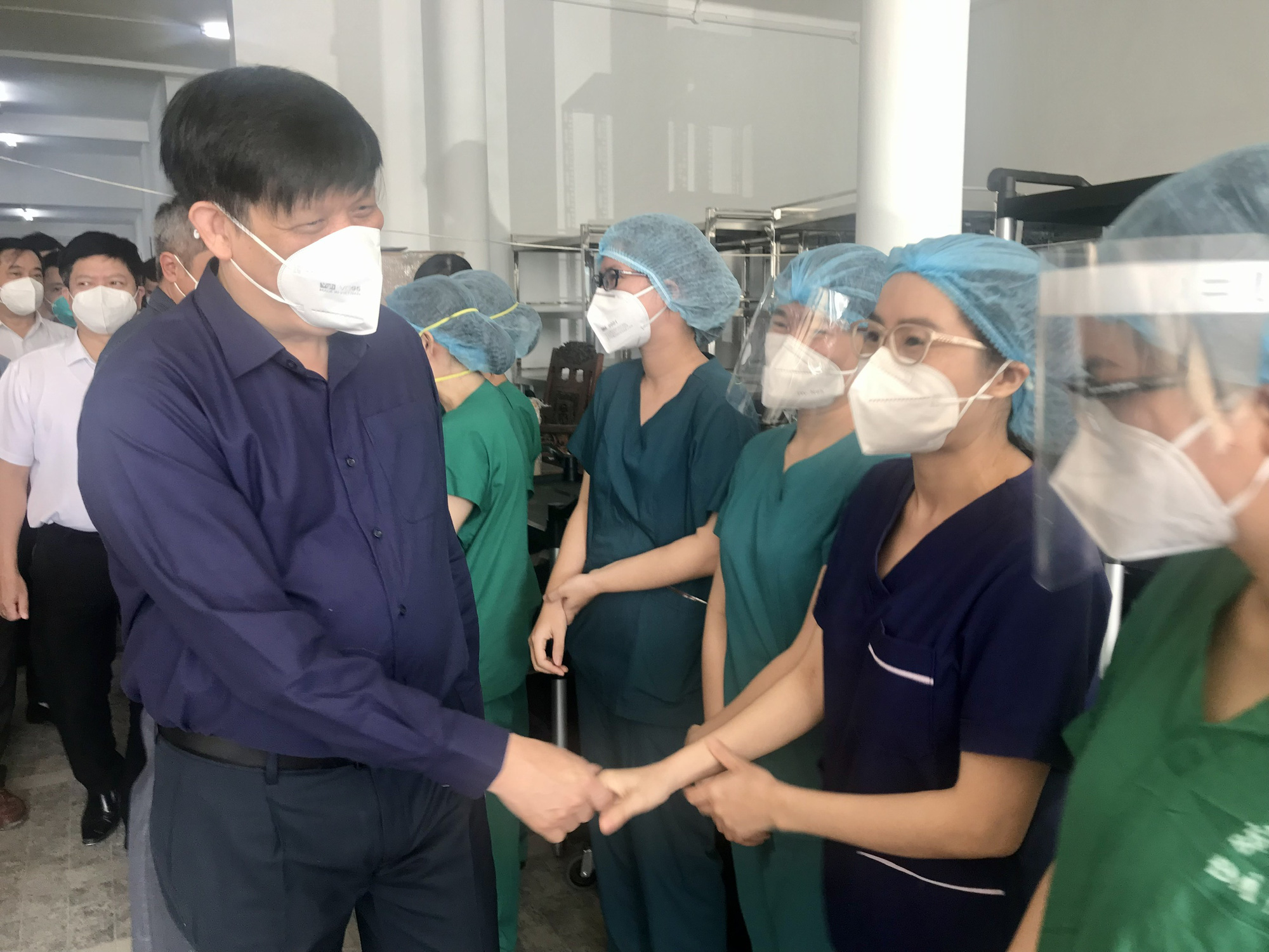 """Bộ trưởng Bộ Y tế: Cung cấp đủ """"vũ khí"""" để thầy thuốc điều trị bệnh nhân COVID-19 nặng - Ảnh 6."""