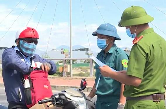 Khánh Hòa: Thực hiện nghiêm việc quét mã QR, tăng cường kiểm soát dịch bệnh - Ảnh 1.