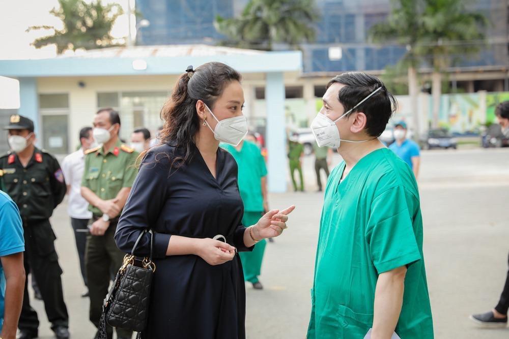 Trung tâm hồi sức tích cực COVID-19 BV Việt Đức: Chạy đua với thời gian điều trị bệnh nhân nặng - Ảnh 5.