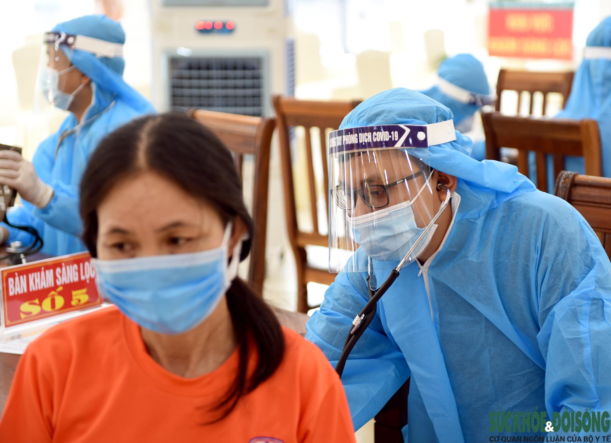 Nghệ An triển khai tiêm hơn 18 ngàn liều vaccine COVID-19  - Ảnh 9.