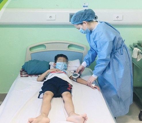 Hồi sinh sự sống cho hai bệnh nhi suy thận giai đoạn cuối - Ảnh 4.