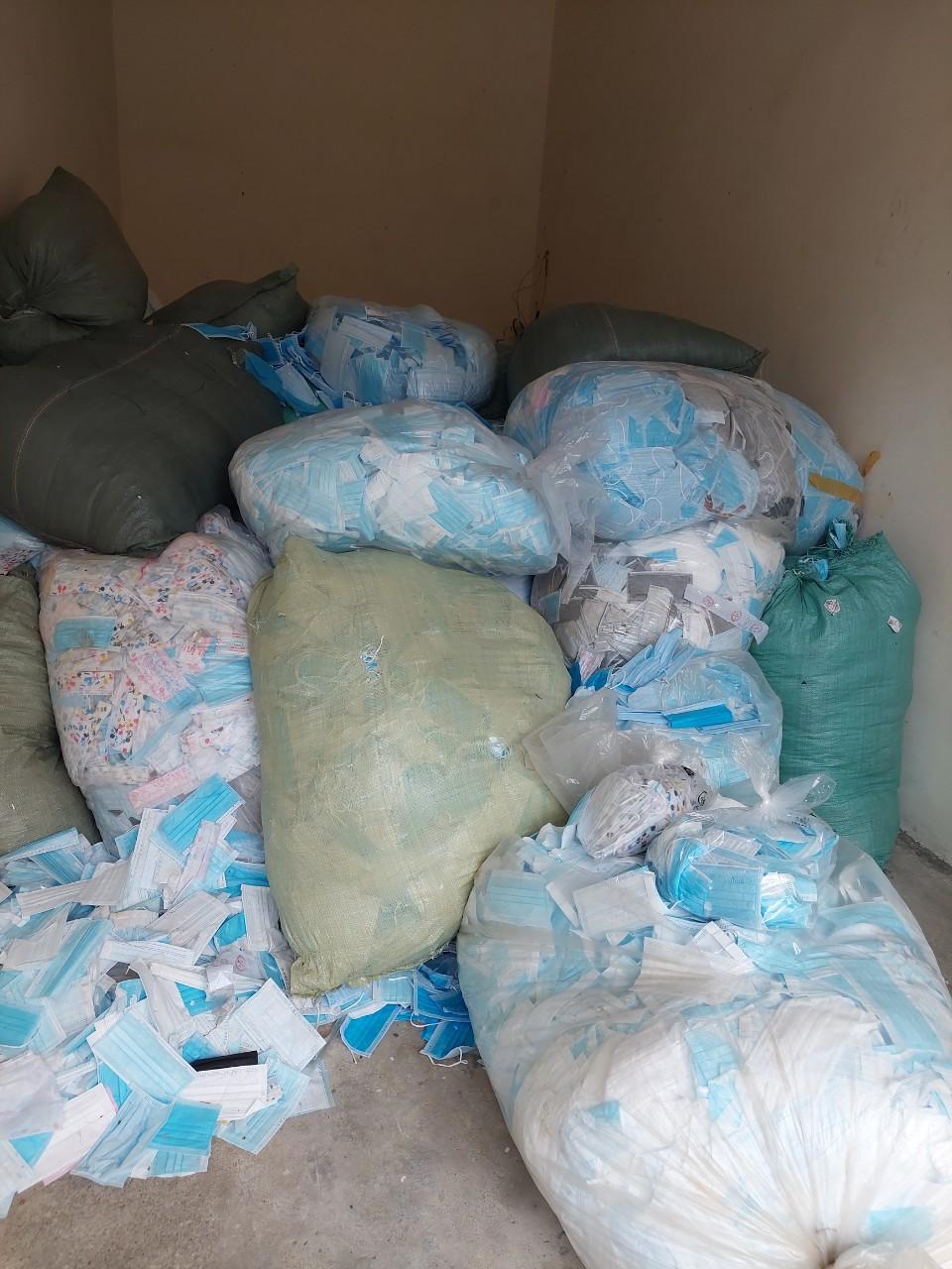 Kinh hoàng hơn 1 tấn khẩu trang thu gom từ TP Hồ Chí Minh được tái chế để tiêu thụ - Ảnh 3.