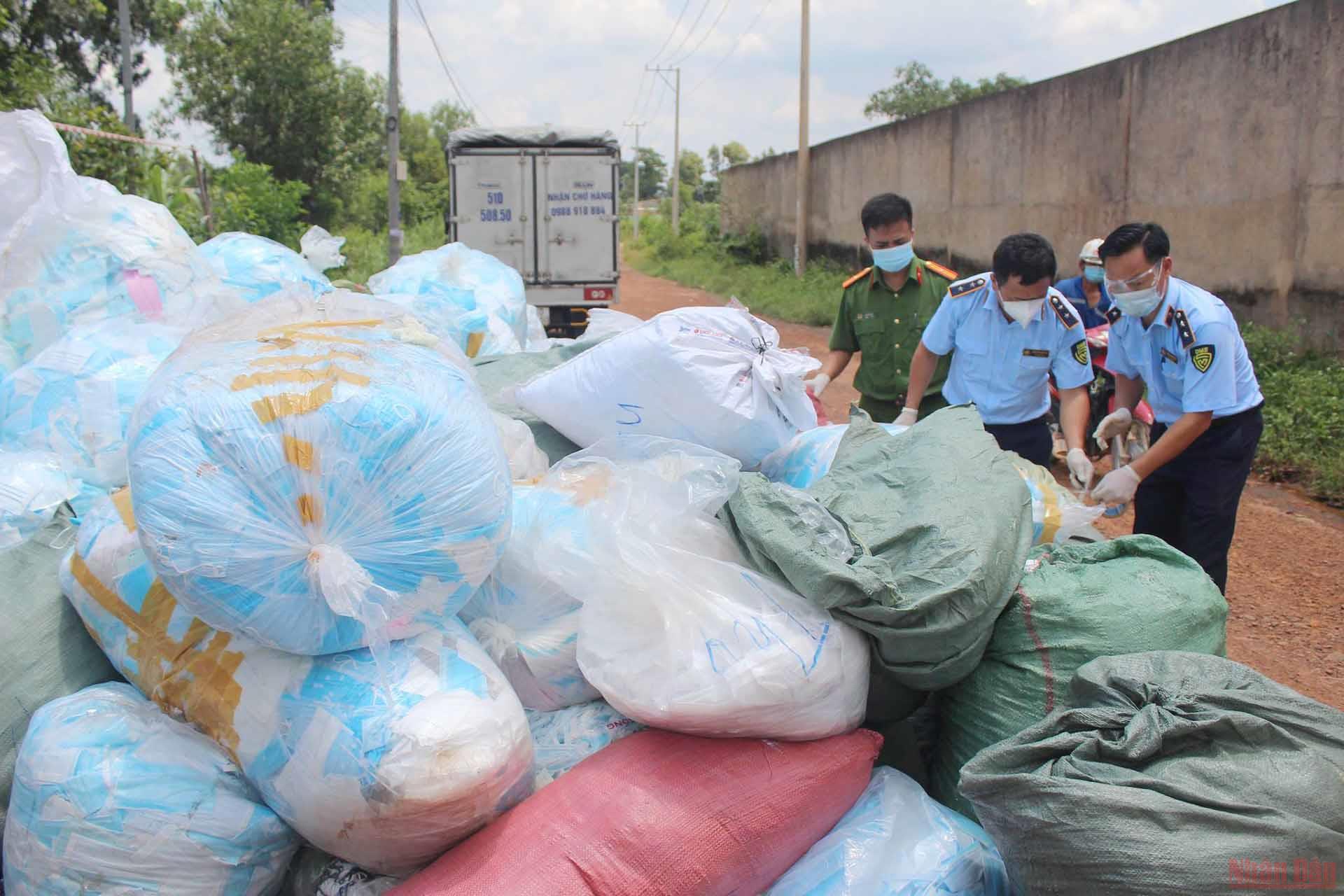 Kinh hoàng hơn 1 tấn khẩu trang thu gom từ TP Hồ Chí Minh được tái chế để tiêu thụ - Ảnh 2.