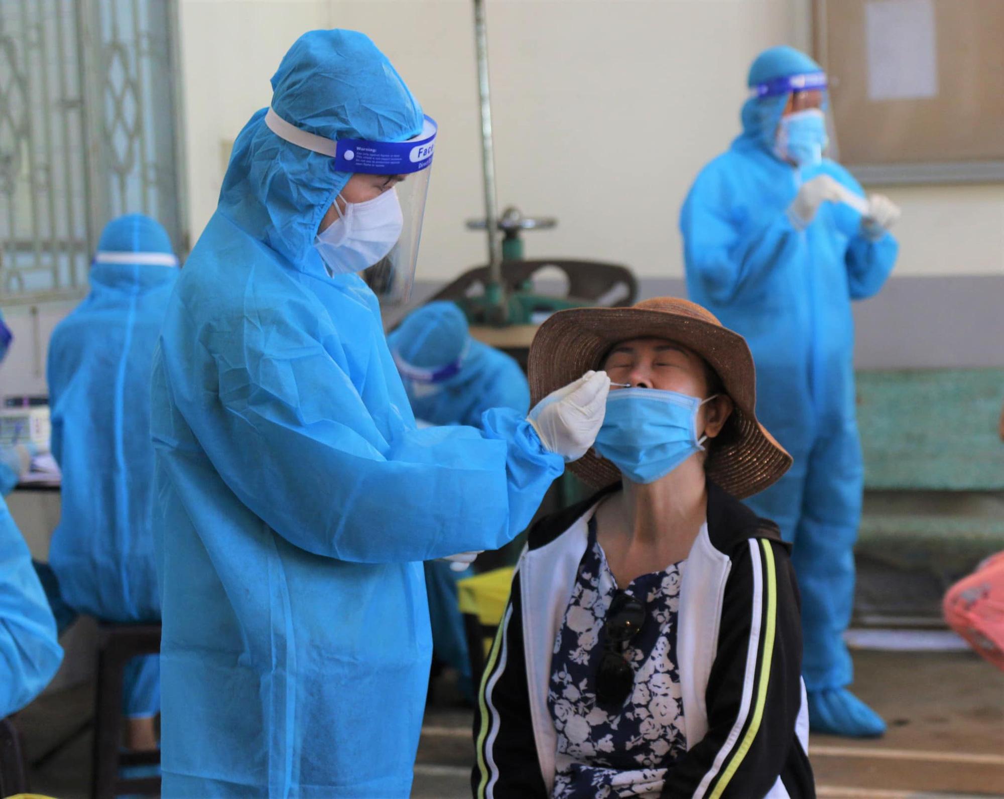 Bộ Y tế: Những vật dụng người tham gia hỗ trợ phòng chống dịch COVID-19 cần phải chuẩn bị - Ảnh 2.