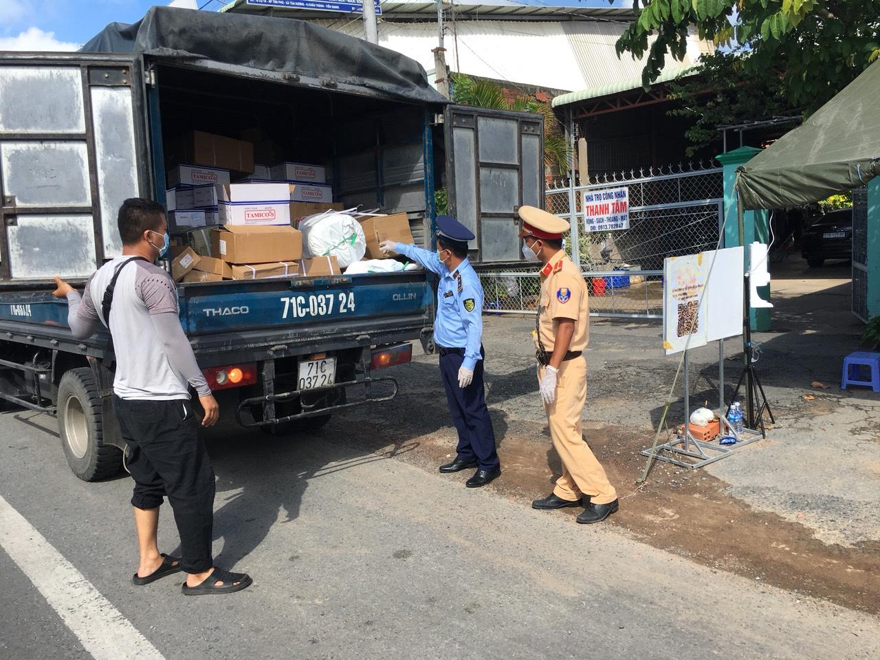 Kinh hoàng hơn 1 tấn khẩu trang thu gom từ TP Hồ Chí Minh được tái chế để tiêu thụ - Ảnh 4.