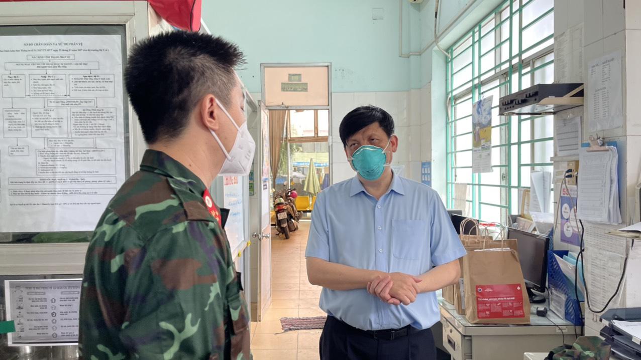 Bộ trưởng Nguyễn Thanh Long kiểm tra, giám sát phòng chống dịch COVID-19 tại cộng đồng ở TP Hồ Chí Minh - Ảnh 2.