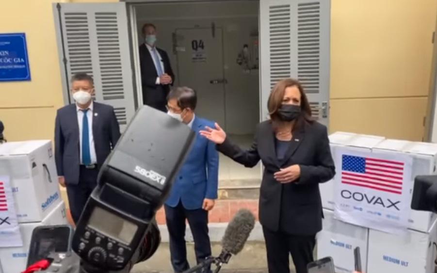 Phó Tổng thống Hoa Kỳ Harris đến thăm và làm việc tại Viện Vệ sinh Dịch tễ Trung ương