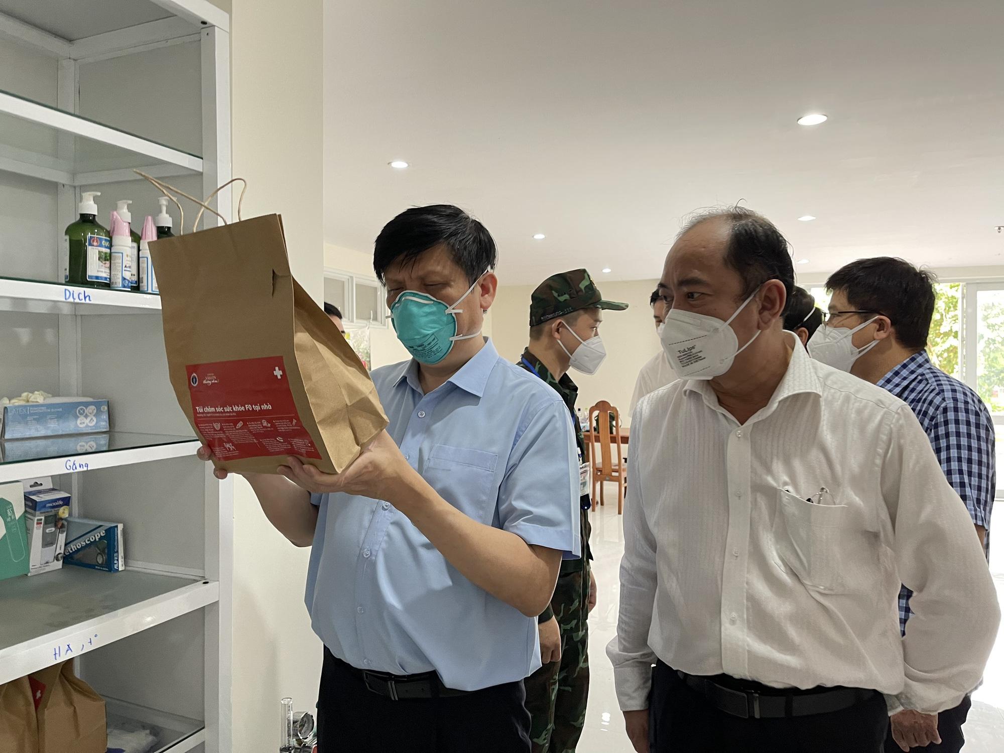 Bộ trưởng Nguyễn Thanh Long kiểm tra, giám sát phòng chống dịch COVID-19 tại cộng đồng ở TP Hồ Chí Minh - Ảnh 3.