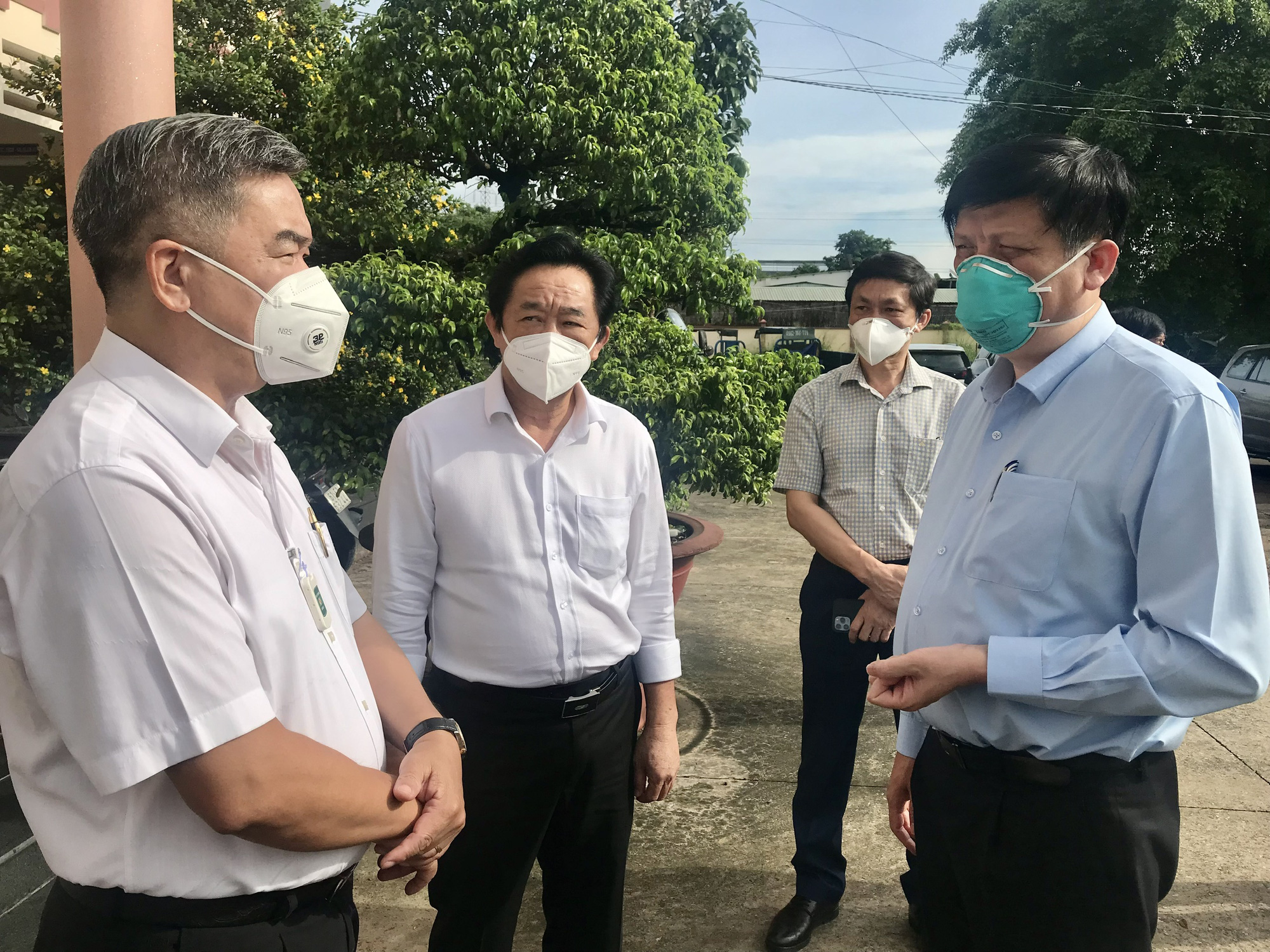 Bộ trưởng Bộ Y tế: Tăng cường hoạt động của các trạm y tế lưu động tại Bình Dương - Ảnh 1.