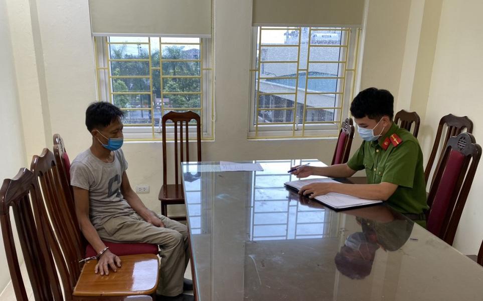 Hà Nội: Bị yêu cầu khai báo y tế, người đàn ông cầm dao đuổi chém Chỉ huy trưởng quân sự xã