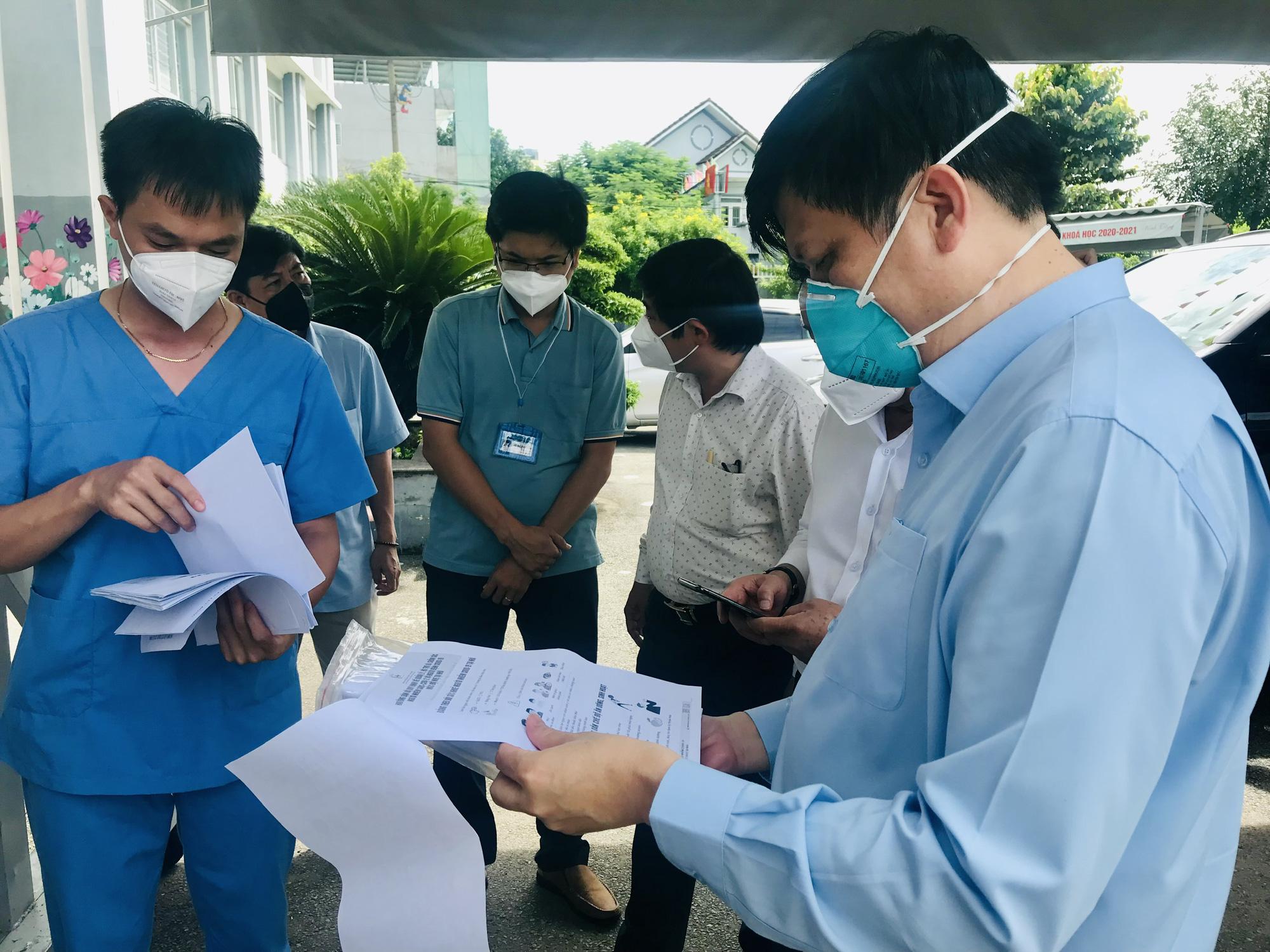 Bộ trưởng Bộ Y tế: Tăng cường hoạt động của các trạm y tế lưu động tại Bình Dương - Ảnh 5.