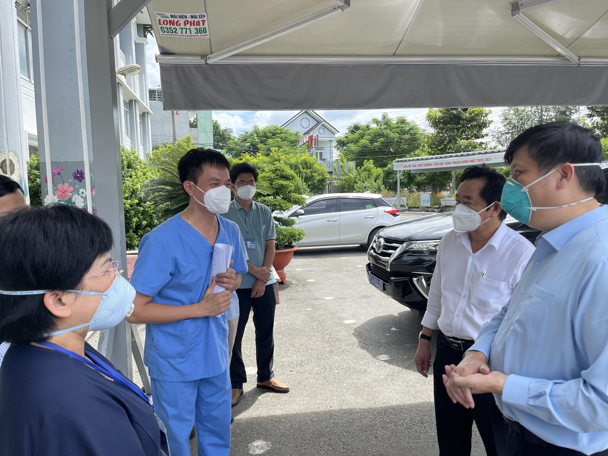Bộ trưởng Bộ Y tế: Tăng cường hoạt động của các trạm y tế lưu động tại Bình Dương - Ảnh 6.
