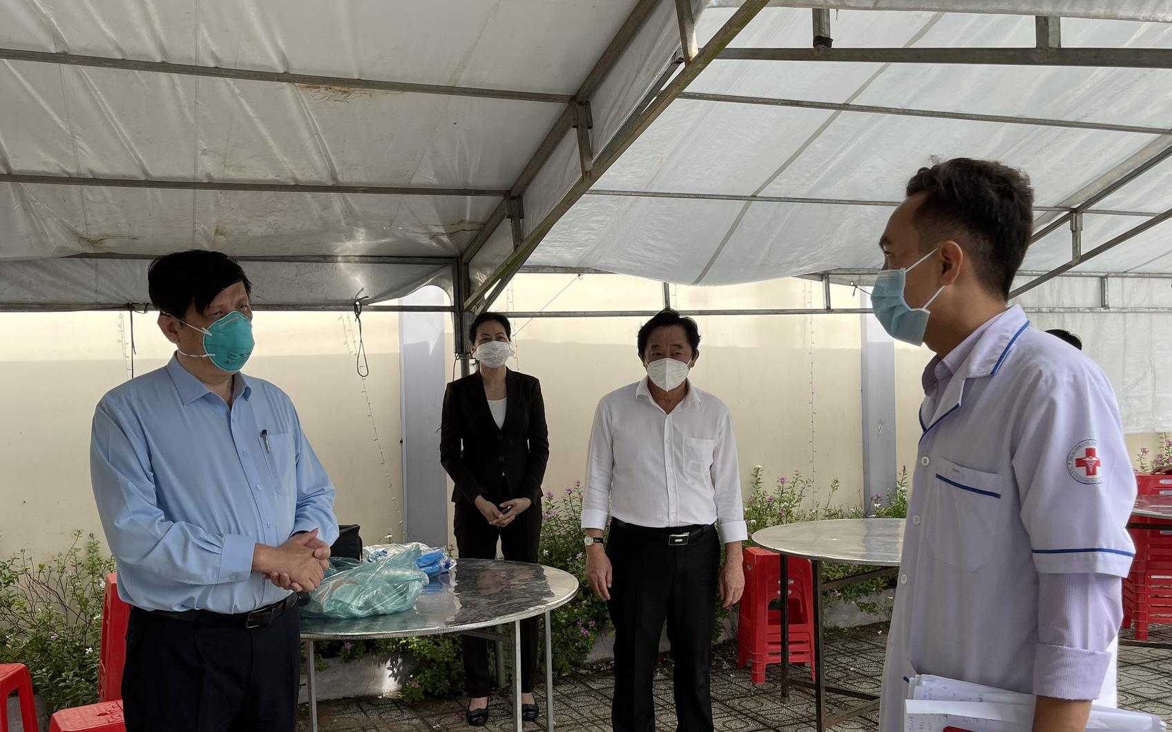 Bộ trưởng Bộ Y tế: Tăng cường hoạt động của các trạm y tế lưu động tại Bình Dương