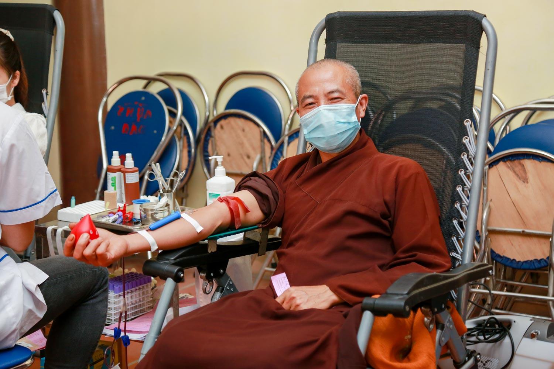 [Ảnh] Tăng ni, Phật tử hiến máu vì miền Nam ruột thịt - Ảnh 13.