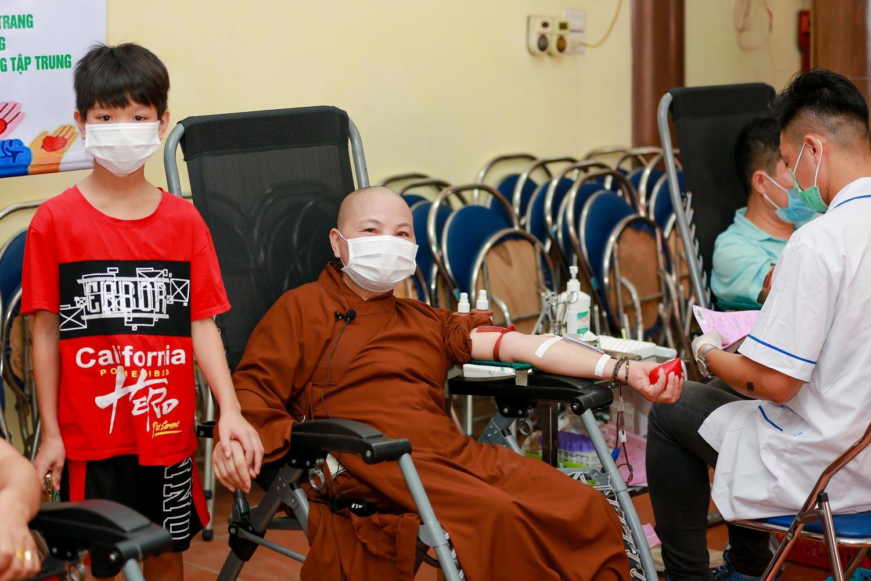 [Ảnh] Tăng ni, Phật tử hiến máu vì miền Nam ruột thịt - Ảnh 14.