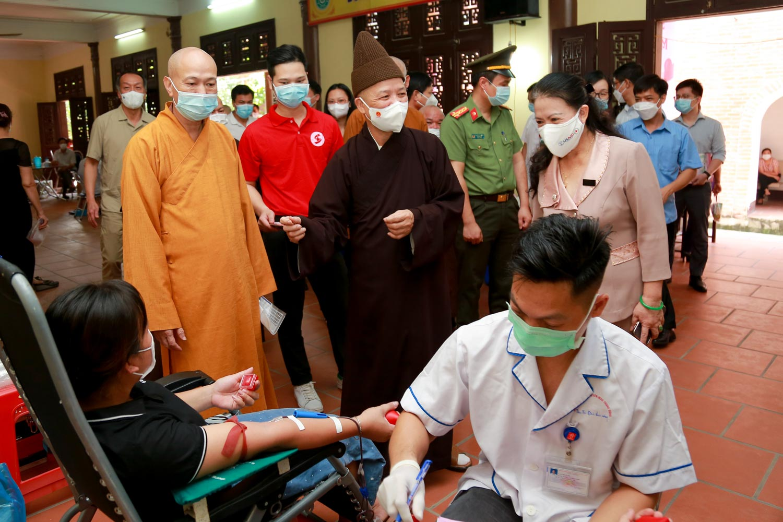 [Ảnh] Tăng ni, Phật tử hiến máu vì miền Nam ruột thịt - Ảnh 7.