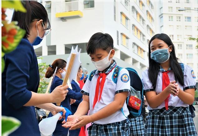 Năm học 2021-2022: Học sinh tựu trường sớm nhất ngày 1/9 - Ảnh 1.