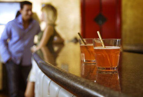 Lạm dụng rượu có thể làm suy yếu hệ miễn dịch và khiến bạn dễ bị mắc các bệnh truyền nhiễm.