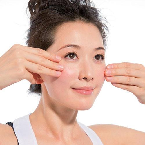 7 bước massage mặt tại nhà ngăn ngừa lão hóa - Ảnh 3.