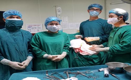 Phẫu thuật tạo hình khuyết hổng xương sọ bằng công nghệ 3D - Ảnh 1.