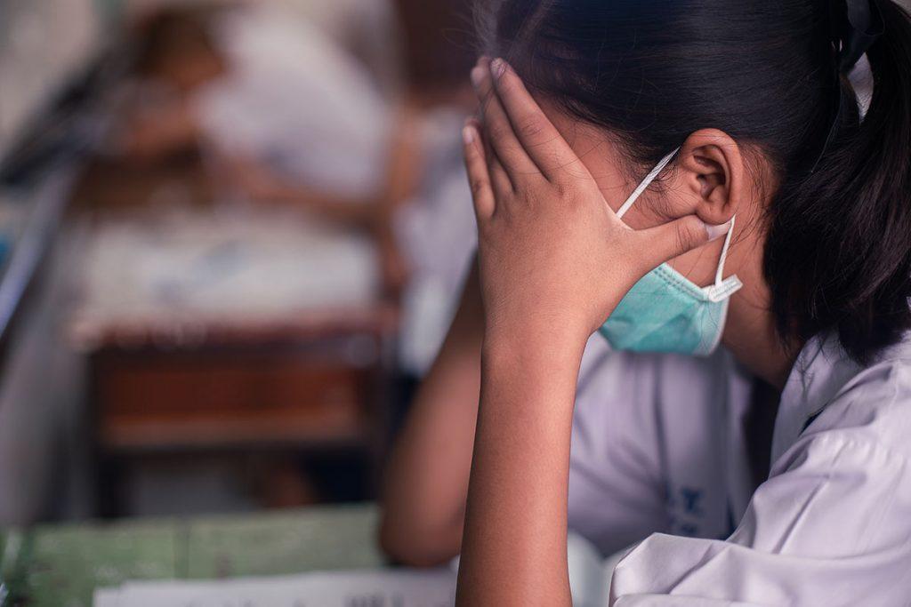 Hoảng sợ và lo lắng sẽ tăng nguy cơ mắc bệnh COVID-19 - Ảnh 1.