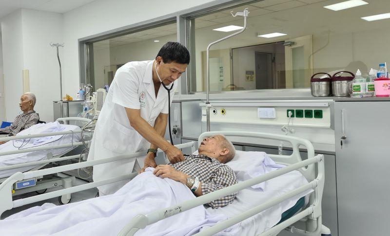 Người tăng huyết áp cần được tiêm vaccine COVID-19 sớm - Ảnh 3.