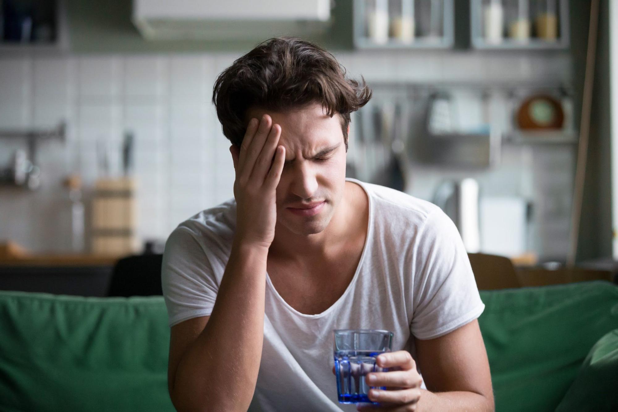 Nhận biết và đề phòng đau đầu migraine tái phát - Ảnh 2.