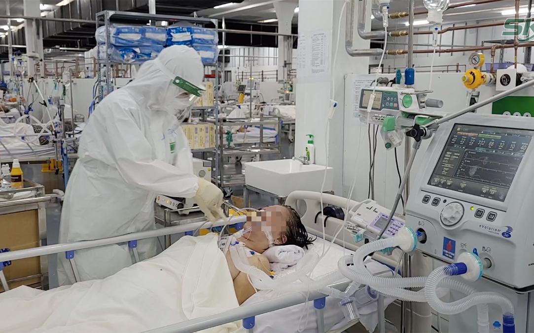 Trong khu điều trị hơn 300 ca COVID-19 nặng: Người lo lắng tột cùng, người hồi hộp đếm từng phút giây chờ ra viện