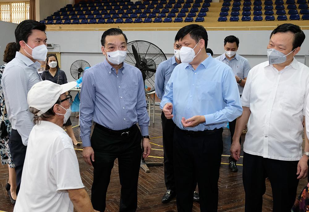 Bộ trưởng Bộ Y tế kỳ vọng đến ngày 15/9, 100% người trên 18 tuổi ở Hà Nội sẽ được tiêm vaccine - Ảnh 1.