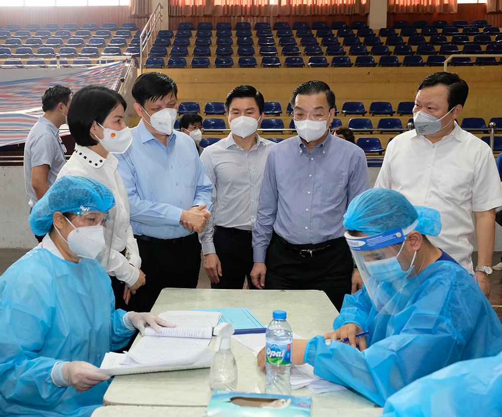 Bộ trưởng Bộ Y tế kỳ vọng đến ngày 15/9, 100% người trên 18 tuổi ở Hà Nội sẽ được tiêm vaccine - Ảnh 2.