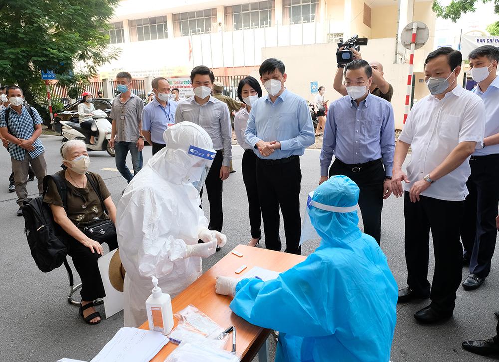Bộ trưởng Bộ Y tế: Để giảm thời gian giãn cách phải phát hiện bằng được các trường hợp lây nhiễm trong cộng đồng - Ảnh 1.