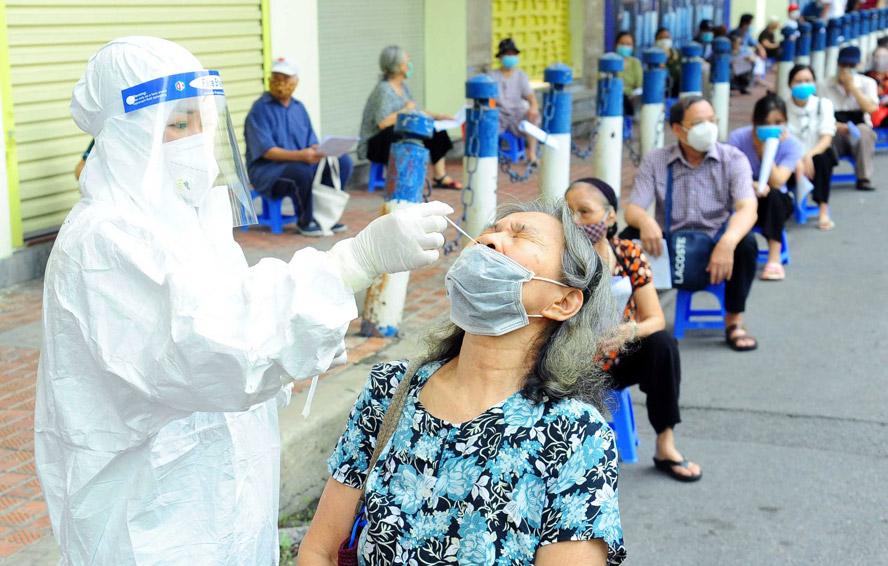 Bộ trưởng Bộ Y tế: Để giảm thời gian giãn cách phải phát hiện bằng được các trường hợp lây nhiễm trong cộng đồng - Ảnh 3.