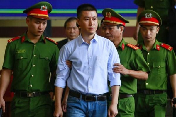 Việc giảm án tù cho phạm nhân Phan Sào Nam (thường phục trong ảnh) là vi phạm nghiêm trọng dẫn đến việc kỷ luật nhiều lãnh đạo TAND tỉnh Quảng Ninh