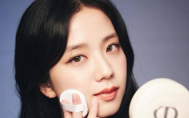 """'Sao' làm đẹp: 10 phút makeup để xinh như """"hoa hậu Kpop"""" Jisoo"""