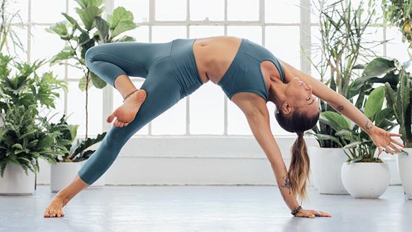 7 lợi ích sức khỏe thể chất và tinh thần của yoga  - ảnh 2