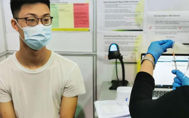 Xử trí sốt sau tiêm vaccine phòng COVID-19 - Ảnh 2.