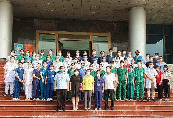 Gần 1000 y bác sĩ BV Bạch Mai hỗ trợ thủ đô chống dịch - Ảnh 4.