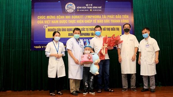 Lần đầu tiên Việt Nam ghép tế bào gốc thành công cho bệnh nhi u Lymphoma Burkitt tái phát - Ảnh 3.