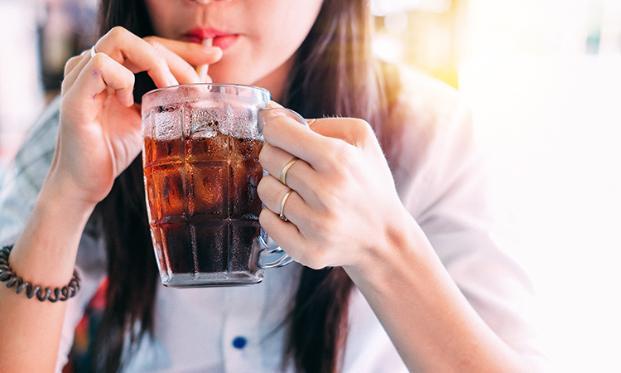 Lạm dụng nước ngọt có ga làm tăng nguy cơ tử vong ở bệnh nhân ung thư vú - ảnh 1
