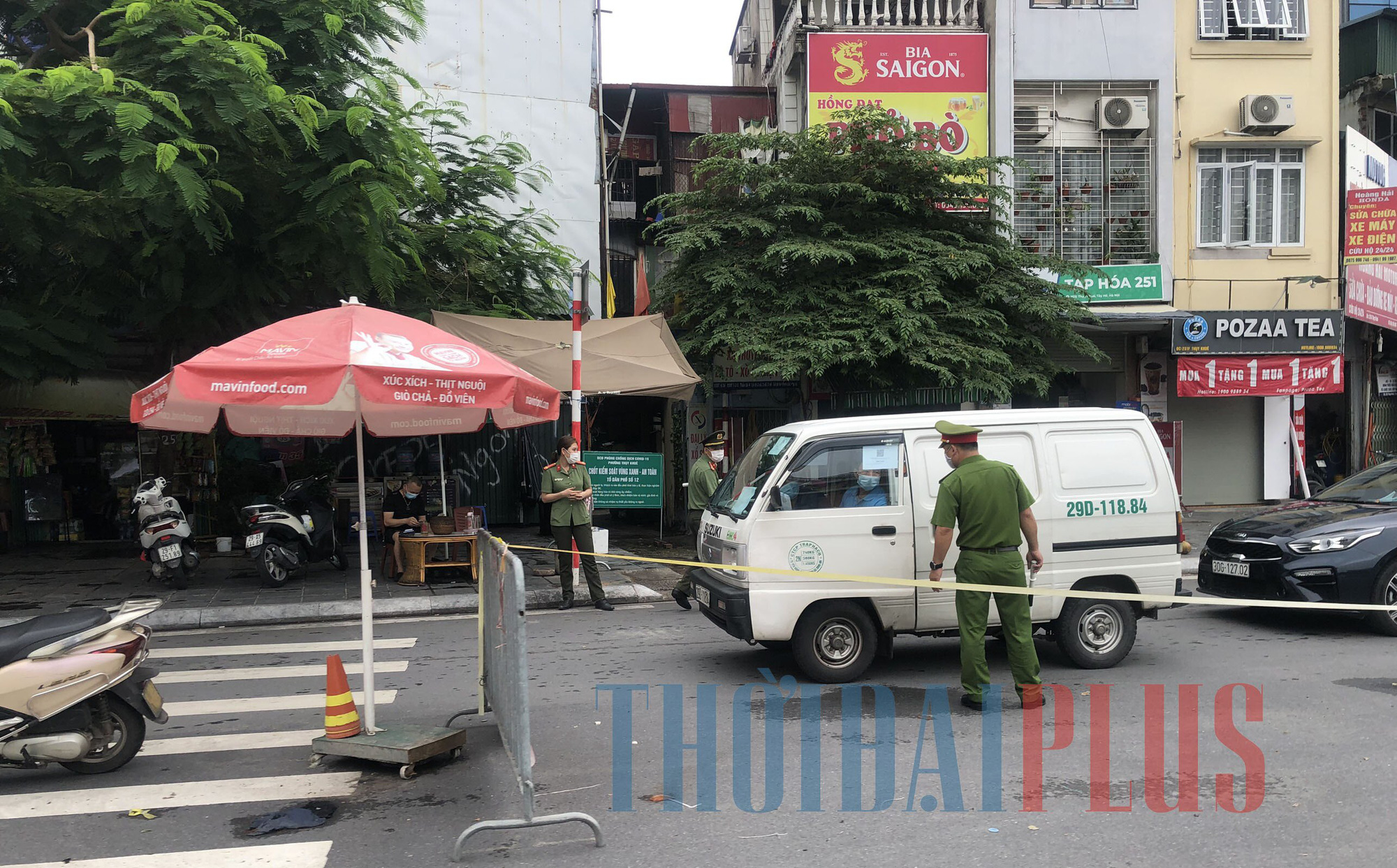 Để khách xếp hàng tấp nập, cửa hàng bánh trung thu Bảo Phương bị đóng cửa - Ảnh 4.
