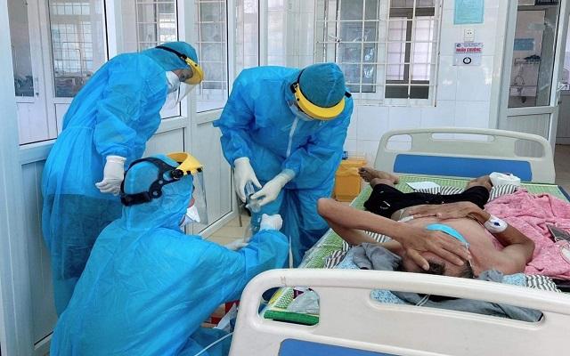 Tâm sự của những chiến sĩ áo trắng điều trị bệnh nhân COVID-19 ở Quảng Trị - Ảnh 2.