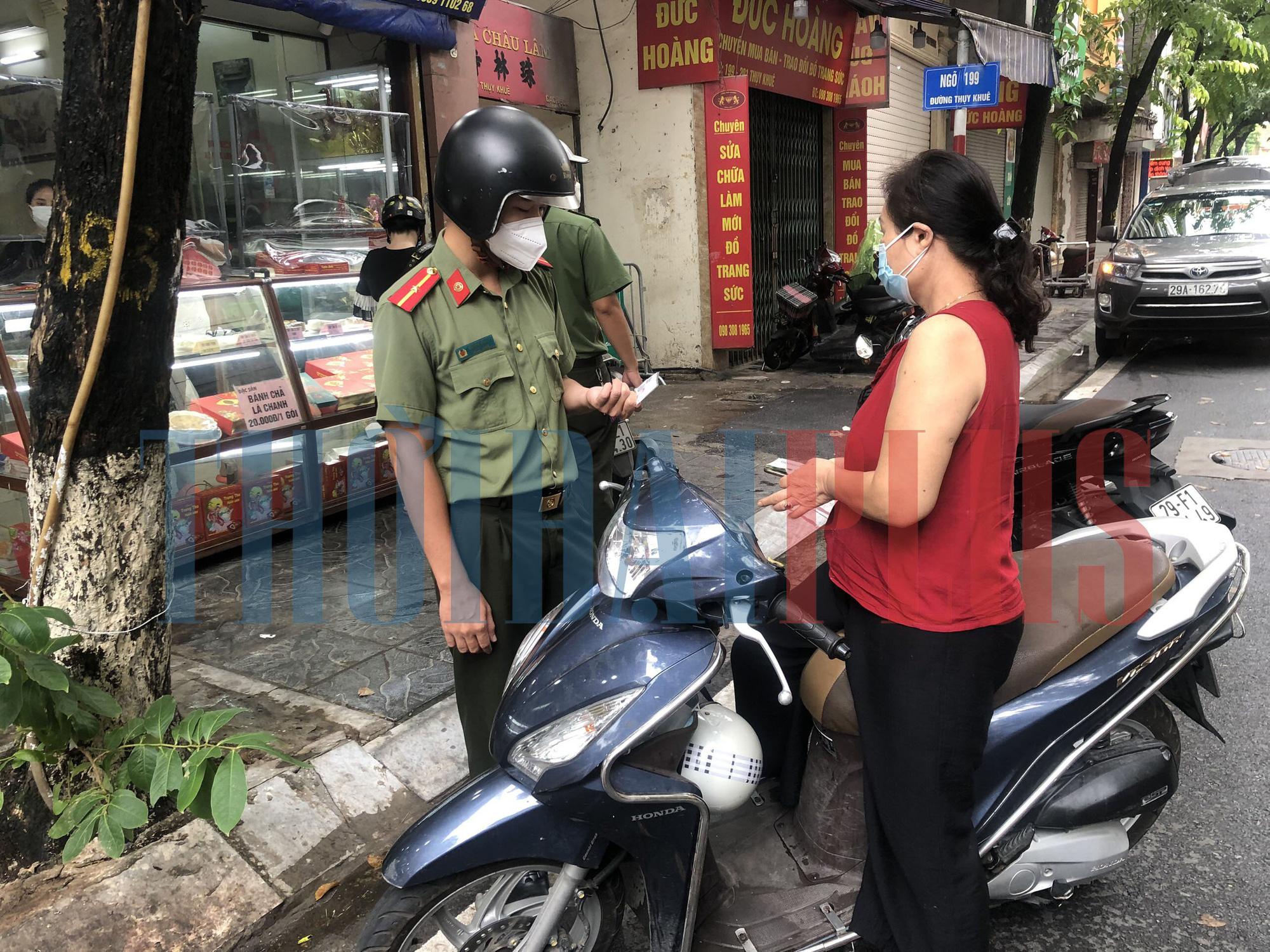 Để khách xếp hàng tấp nập, cửa hàng bánh trung thu Bảo Phương bị đóng cửa - Ảnh 6.