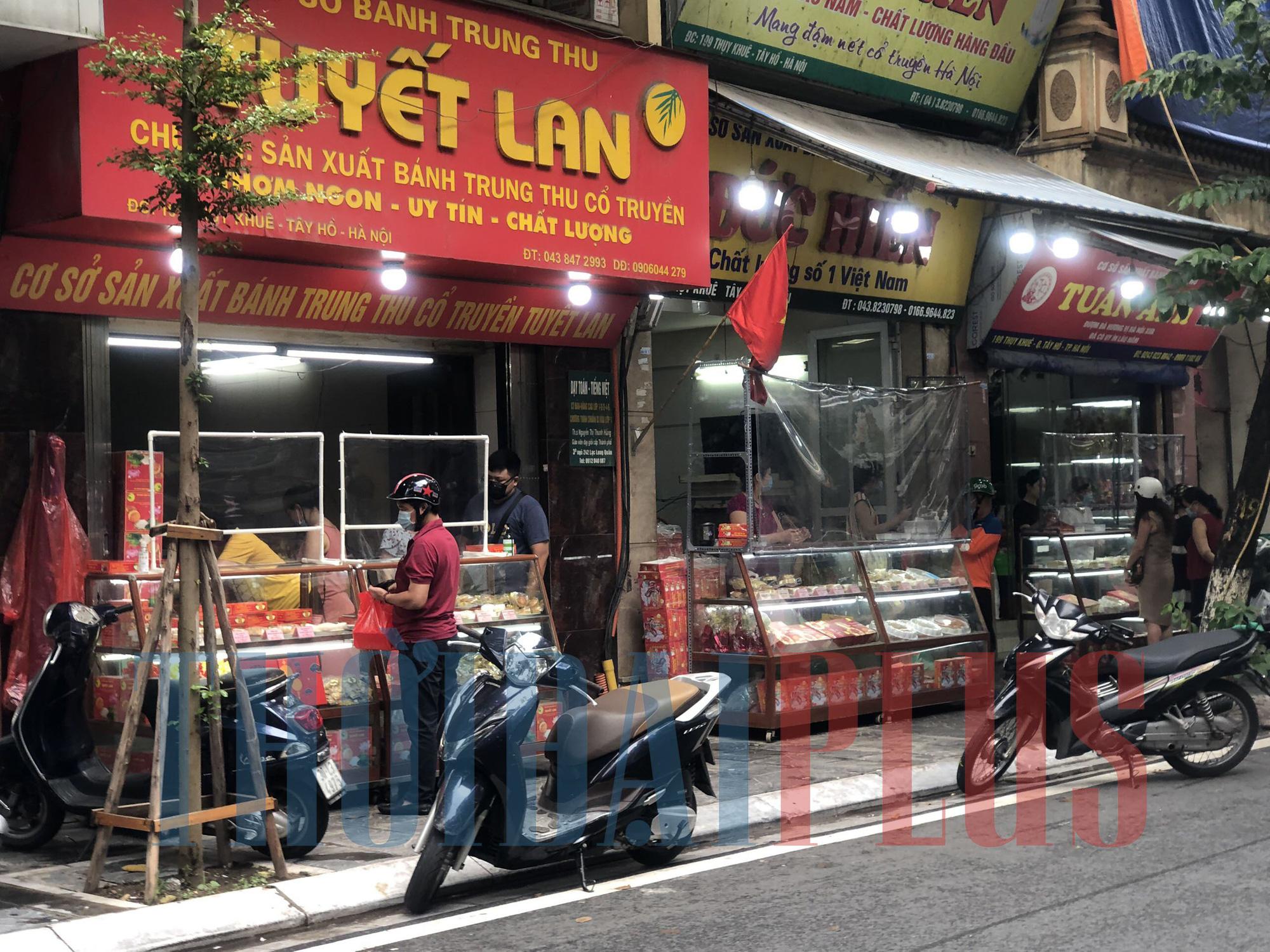 Để khách xếp hàng tấp nập, cửa hàng bánh trung thu Bảo Phương bị đóng cửa - Ảnh 7.