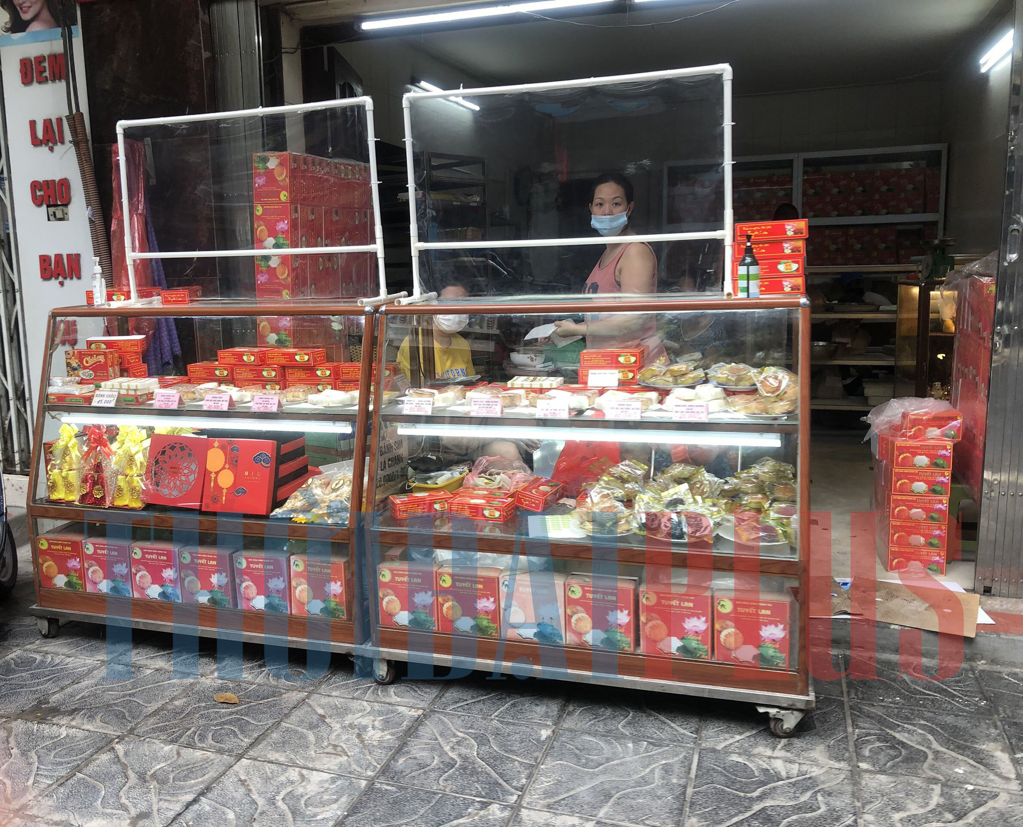 Để khách xếp hàng tấp nập, cửa hàng bánh trung thu Bảo Phương bị đóng cửa - Ảnh 9.